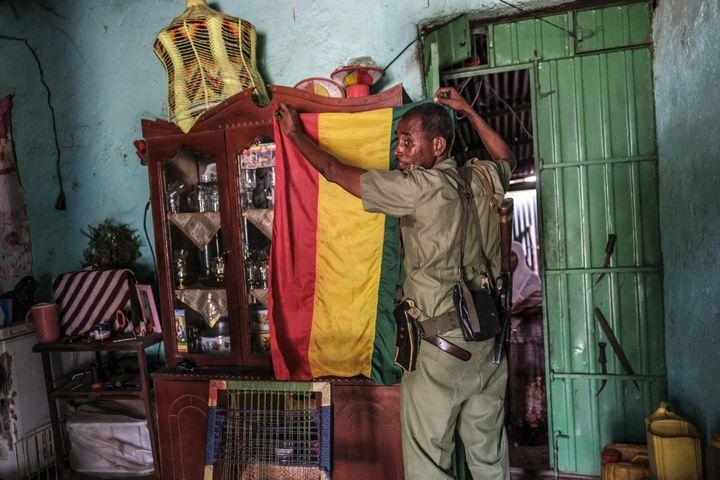 Un membre d'une milice amhara alliée aux forces fédérales, dans la province du Tigré, le 10 juillet 2021. (EDUARDO SOTERAS / AFP)