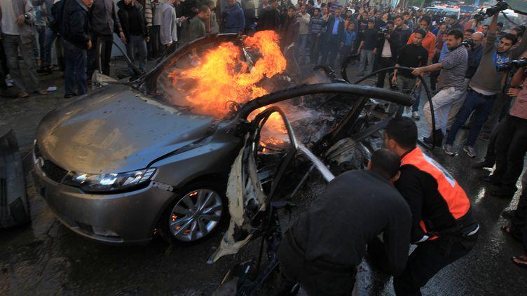Le chef de la branche armée du Hamas, Ahmad Jaabari, a été tué par une frappe aérienne israélienne contre une voiture, mercredi 14 novembre 2012, à Gaza. (MAHMUD HAMS / AFP)