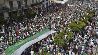 Une foule de manifestants, le 7 juin 2019, à Alger (Algérie). (RYAD KRAMDI / AFP)