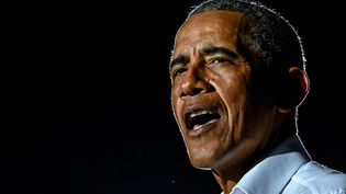 Barack Obama lors d'un meeting du candidat Joe Biden, le 2novembre 2020 à Miami (Floride). (CHANDAN KHANNA / AFP)