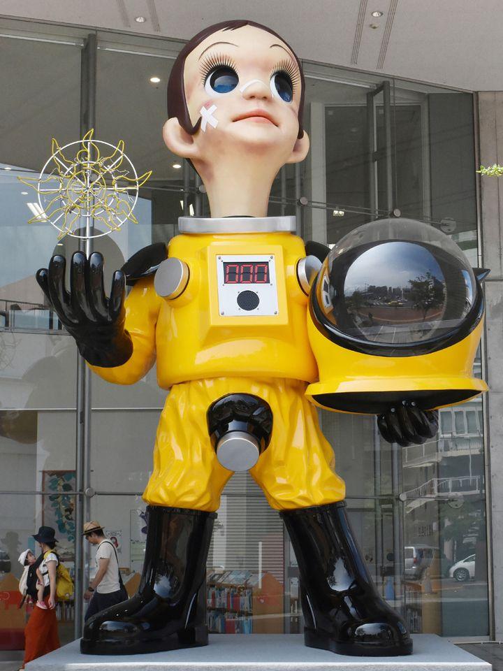 """La statue """"Sun Child"""" de Kenji Yanobe doit symboliser la renaissance de la région après la catastrophe de 2011  (JIJI PRESS / AFP)"""