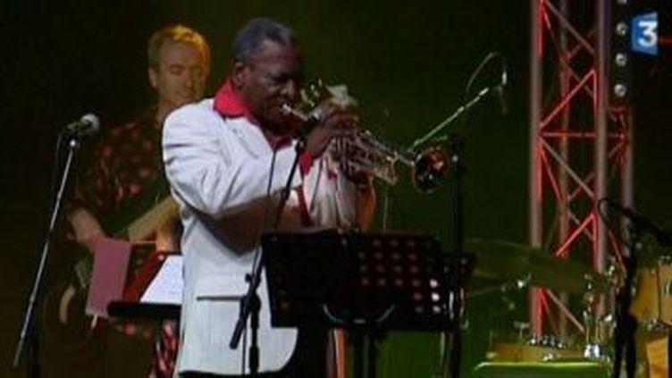 Ernesto Tito Puentes Big Band réchauffe le Festival Jazz en Touraine  (Culturebox)