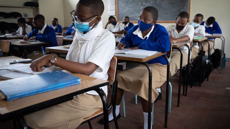 Des élèves du lycée Notre Dame de Citeaux à Kigali, au Rwanda, le 2 novembre 2020. (SIMON WOHLFAHRT / AFP)