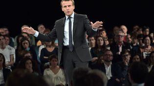 L'ancien ministre de l'Economie, Emmanuel Macron, en meeting à Strasbourg (Bas-Rhin), le 4 octobre 2016. (PATRICK HERTZOG / AFP)