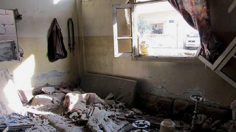 Un appartement dans le quartier de Baba Amro, à Homs (Syrie), le 8 février 2012. Cette photographie a été transmise par les Comités locaux de coordination en Syrie. (LCC SYRIA / AFP)