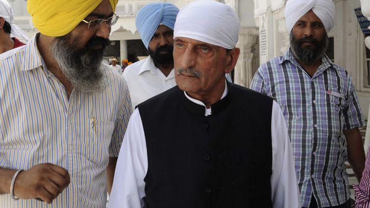 Le ministre pakistanais des chemins de fer, Ghulam Ahmed Bilour (au centre), le 19 mai 2011. (NARINDER NANU / AFP)