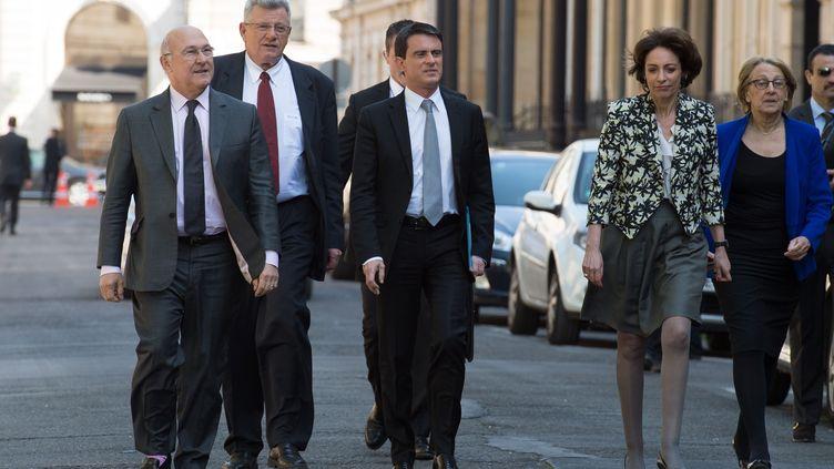 Manuel Valls et ses ministres sortant de l'Elysée mercredi 16 avril (VILLARD / SIPA)