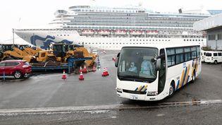 Le navire de croisièreDiamond Princess,en quarantaine au port de Yokohama (Japon), le 16 février 2020. (BEHROUZ MEHRI / AFP)