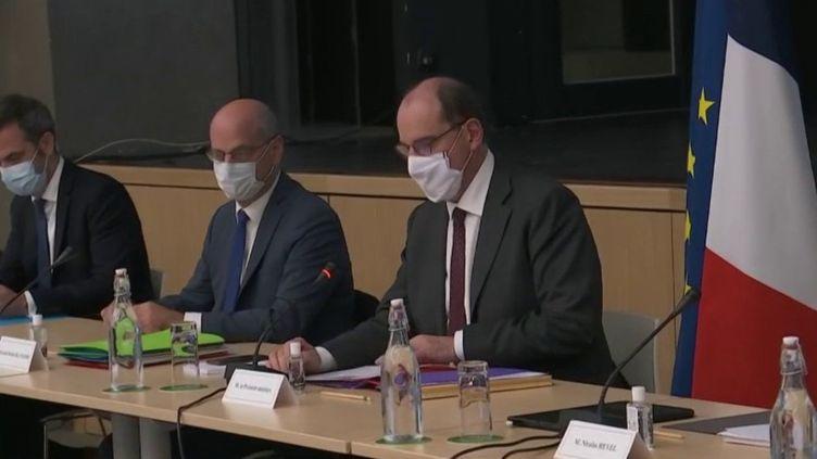 Confinement : un nouveau Conseil de défense réuni à l'Élysée (FRANCE 2)