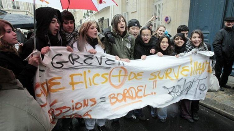 Manifestation de lycéens du lycée A.-Chérioux de Vitry-sur-Seine devant le ministère de l'Education nationale (AFP - JACQUES DEMARTHON)