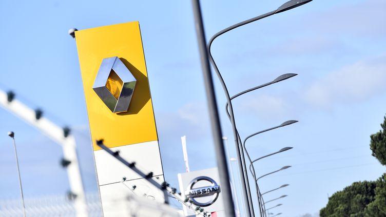 Trois juges d'instruction parisiens vont enquêter sur les dispositifs utilisés par le constructeur Renault pour contrôler les émissions polluantes de ses voitures diesel, a indiqué le parquet de Paris vendredi 13 janvier. (LOIC VENANCE / AFP)