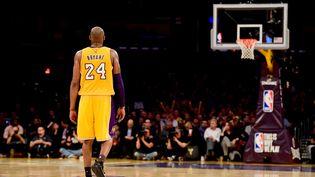 Le joueur des Los Angeles Lakers, Kobe Bryant, le 13 avril 2016 à Los Angeles (Etats-Unis). (HARRY HOW / GETTY IMAGES NORTH AMERICA / AFP)