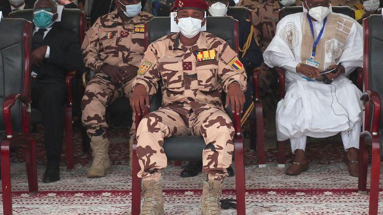 En treillis, Mahamat Idriss Déby assiste aux funérailles de son père, le 23 avril 2021 à N'Djamena la capitale du Tchad. (CHRISTOPHE PETIT TESSON / POOL)