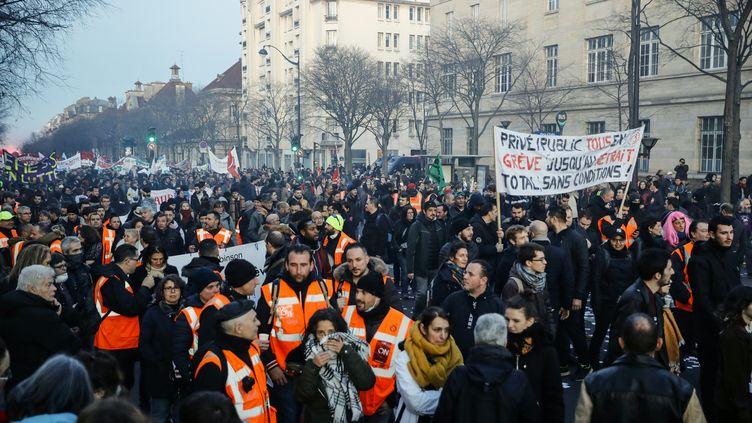 Manifestation à Paris contre la réforme des retraites, le 16 janvier 2020. (THOMAS SAMSON / AFP)