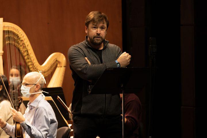 """L'Orchestre de l'Opéra de Paris sous la direction de Philippe Jordan, pendant les répétitions de """"L'or du Rhin"""" de Wagner le23 novembre2020. (ELISA HABERER)"""