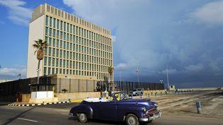 L'ambassade américaine à La Havane (Cuba), le 17 décembre 2015. (YAMIL LAGE / AFP)