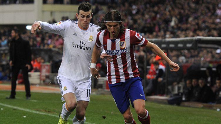 Gareth Bale et Filipe Luis au coude à coude