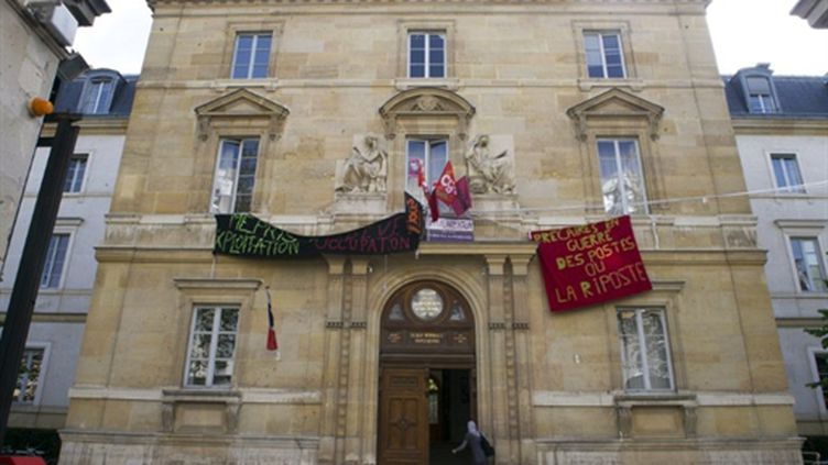 Les locaux occupés de Normale Sup rue d'Ulm à Paris, le 13 avril 2011 (AFP/BERTRAND LANGLOIS)