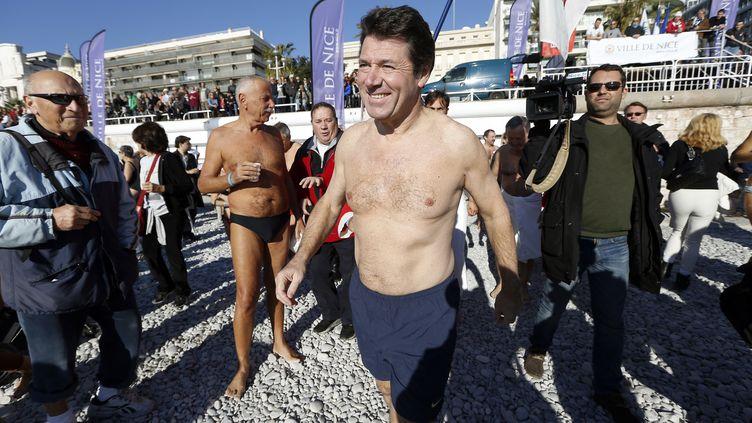 Le maire UMP de Nice, Christian Estrosi, participe à un bain de Noël, le 15 décembre 2013 à Nice. (VALERY HACHE / AFP)