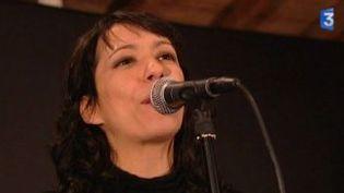 """Karimouche : une chanteuse lyonnaise dans son """"Emballage d'origine""""  (Culturebox)"""