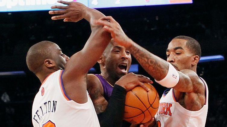 Taj Gibson des Chicago Bulls et Wilson Chandler des New York Knicks se disputent le ballon (BRUCE BENNETT / GETTY IMAGES NORTH AMERICA)