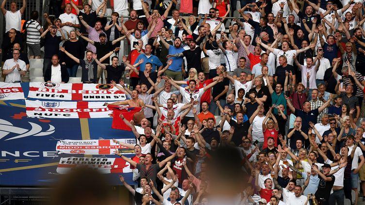 Les supporteurs anglais chantent dans les tribunes du stade de France avant la rencontre amicale France - Angleterre, au stade de France, mardi 13 juin 2017. (FRANCK FIFE / AFP)