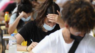 Des lycéens passent une épreuve du baccalauréat, le 17 juin 2021, à Strasbourg (Bas-Rhin). (FREDERICK FLORIN / AFP)
