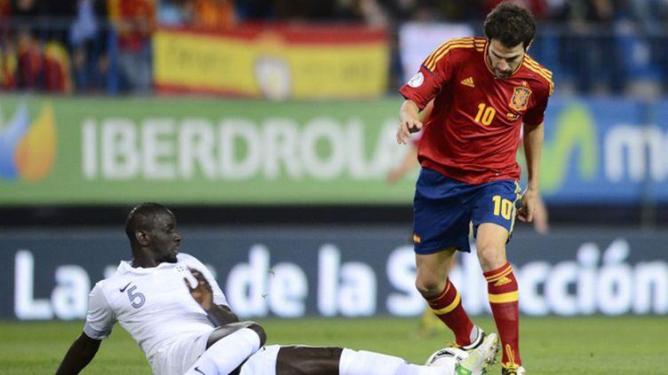 Cesc Fabregas, repositionné en attaquant de pointe, contré par Sakho