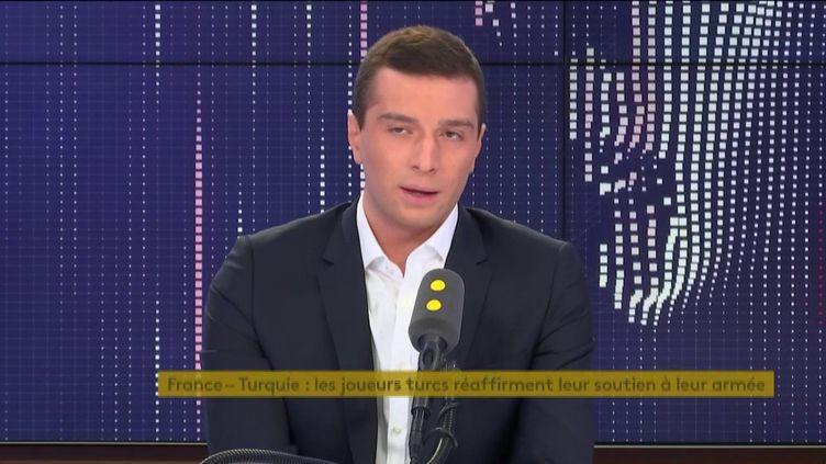 Jordan Bardella, eurodéputé et vice-président du Rassemblement national sur franceinfo mardi 15 octobre. (FRANCEINFO / RADIOFRANCE)