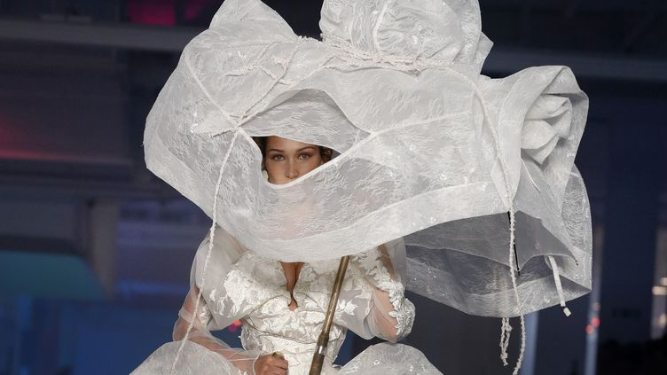 Vivienne Westwood printemps-été 2020, à la Paris Fashion Week, le 28 septembre 2019.  (THOMAS SAMSON / AFP)
