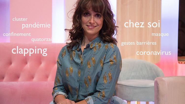 La linguiste Aurore Vincenti surun plateau télévisé de France 2 (FRANCE 2)