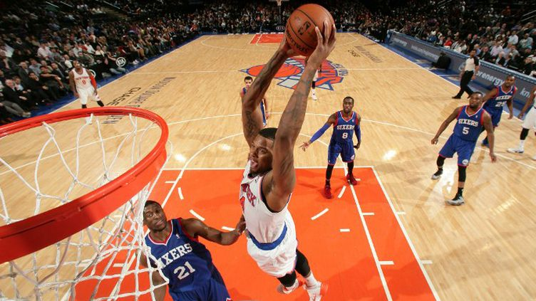 Jeremy Tyler monte au dunk (NATHANIEL S. BUTLER / NBAE / GETTY IMAGES)