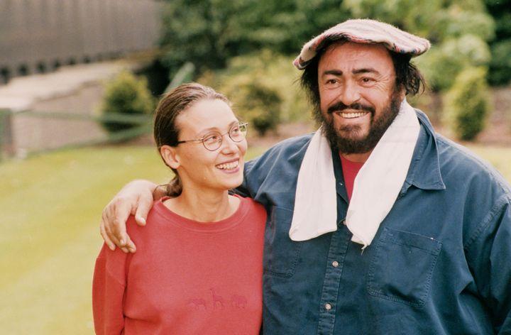 Nicoletta Mantovani, la deuxième épouse, et Luciano Pavarotti. (ALAMY STOCK PHOTO)
