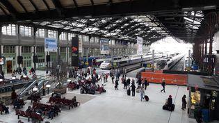 Le hall principal de la Gare de Lyon, à Paris, le 13 avril 2018, jour de grève des cheminots. (NICOLAS MERCIER / CROWDSPARK / AFP)