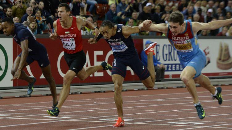 De gauche à droite: Bascou, Baji, Martinot-Lagarde et Shubenkov cassent à l'arrivée du 110 m haies