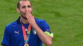 Giorgio Chiellinià l'issue de la victoire de l'Italie face à l'Angleterre, le 11 juillet à Londres (FACUNDO ARRIZABALAGA / AFP)