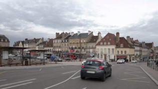 Tout au long de la campagne des municipales 2020, les équipes de France 2 prennent la direction d'une ville pour connaître l'état d'esprit des habitants. Lundi 17 février, à un mois des élections, rendez-vous à Autun, en Saône-et-Loire, où les questions d'environnement font débat. (FRANCE 3)