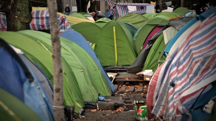 Des tentes dans le campde migrants de la porte d'Aubervilliers, à Paris, le 7 novembre 2019. (ANTONIN BURAT / HANS LUCAS / AFP)