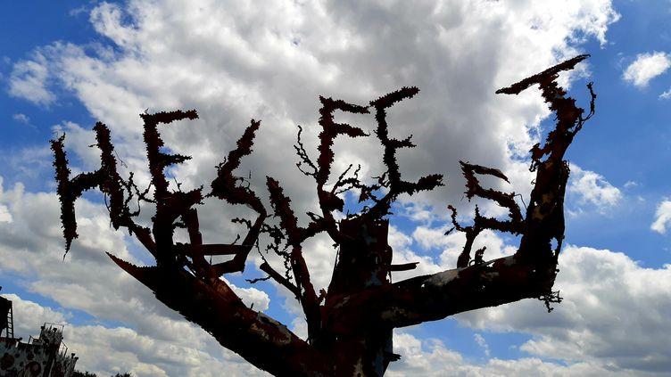 L'arbre du festival Hellfest, à Clisson (Loire-Atlantique) en juin 2019. (FRANCE BLEU BASSE NORMANDIE / RADIO FRANCE)