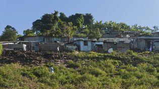 Le bidonville de Kaweni, à Mayotte, le 8 juin 2012. (JEAN-MICHEL DELAGE / SIPA)