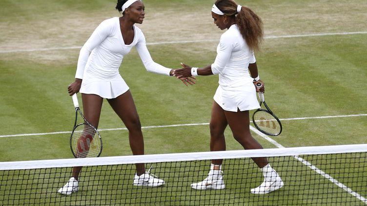 Les sœurs Williams à Wimbledon l'année dernière (ANDREW COWIE / AFP)