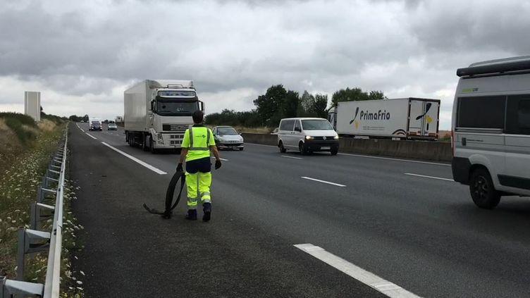 Valérie Tison, patrouilleuse sur les autoroutes A10 et A28 dans le secteur de Tours (Indre-et-Loire), le 26 juillet 2017. (RAPHAEL GODET / FRANCEINFO)