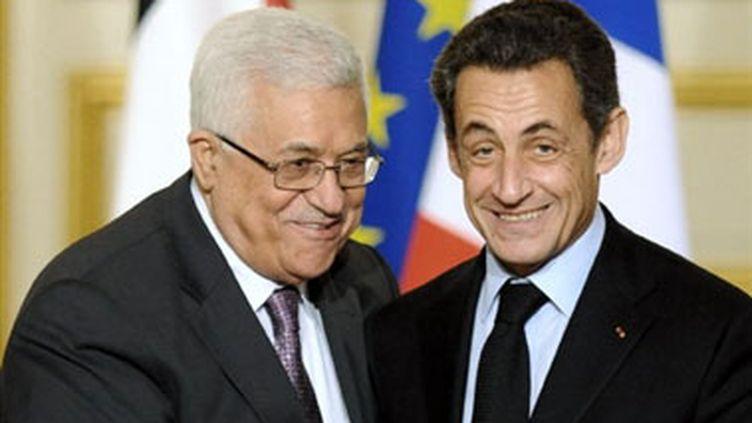 Mahmoud Abbas et Nicolas Sarkozy, à Paris, le 22 février 2010. (AFP - Lionel Bonaventure)
