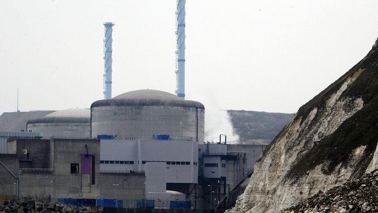 La centrale nucléaire de Penly (Seine-Maritime), le 5 avril 2012. (CHARLY TRIBALLEAU / AFP)