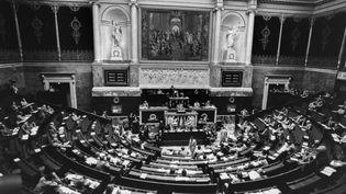 Robert Badinter, ministre de la Justice, prononce son dernier plaidoyer contre la peine de mort le 17 Septembre 1981. (LAURENT MAOUS / GAMMA-RAPHO / GETTY IMAGES)