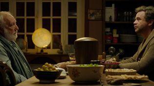 """""""L'Esprit de famille"""", réalisé par Éric Besnard, sort en salles mercredi 29 janvier. Une comédie qui évoque la perte d'un être cher. (FRANCE 2)"""