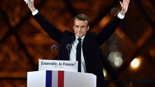 Emmanuel Macron, après sa victoire à la présidentielle, le 7 mai 2017, à Paris, sur la scène de l'esplanade du Louvre. (MUSTAFA YALCIN / AFP)