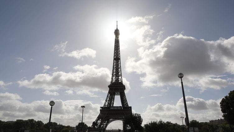 En juillet 2018, la tour Eiffel sera entourée d'un mur anti-attentats. (LUDOVIC MARIN / AFP)