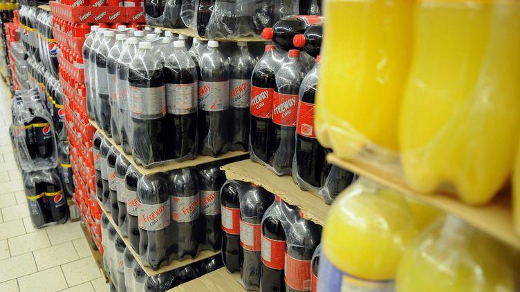 Les députés ont adopté deux taxes sur les sodas, ici en vente dans un supermarché Lidl à Clamart (Hauts-de-Seine). (DURAND FLORENCE / SIPA)