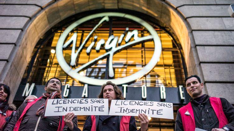 Des employés du Virgin Megastore de Lyon (Rhône) manifestent le 9 janvier 2003. (JEFF PACHOUD / AFP )
